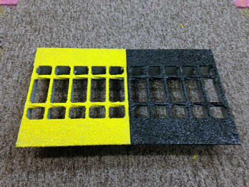 工場内グリワイド加工「梯子丸棒に黄色塗布」
